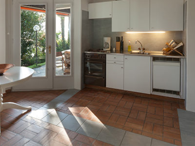 terracotta-flooring-in-kitchen