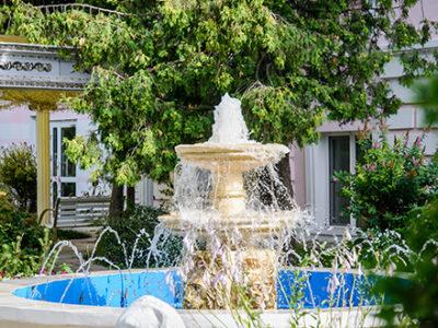 beautiful-fountain-constructed-in-backyard